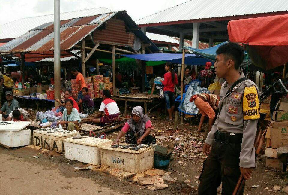 Polsek Kodi Bangedo   K2YD di Pasar Waiha Serta Menyuarakan Pesan Kamtibmas