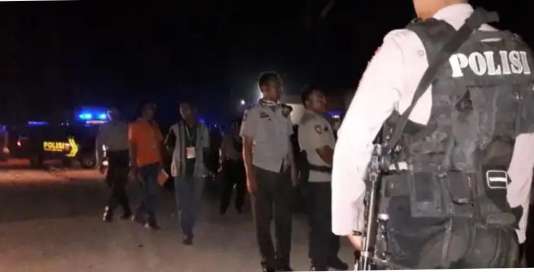 Pengamanan Ketat Gabungan Personil Polri dan TNI, Rapat Pleno KPUD SBD berakhir Aman dan Lancar