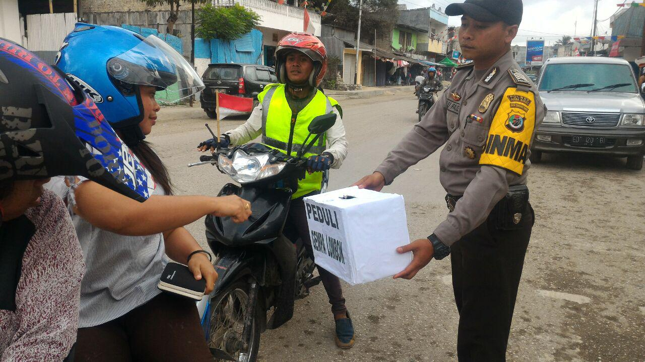 Bhabinkamtibmas Ikut Partisipasi Penggalangan Dana Gempa Lombok