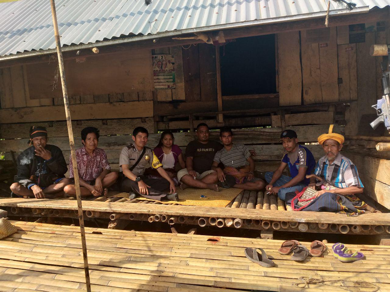 Sambangi Warga, Bhabinkamtibmas Mengajak Untuk Saling Bekerjasama Membangun Desa