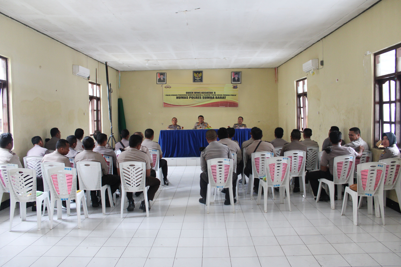 Kapolres Sumba Barat Gelar Pertemuan Bersama Personil SPKT Untuk Membahas Sistem Pelayanan Kepada Masyarakat