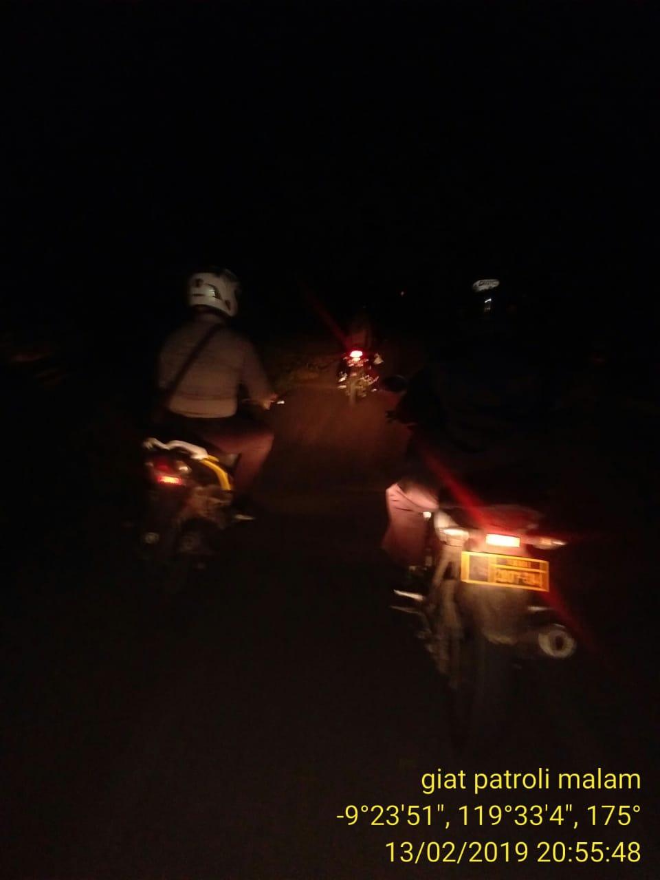 Ditemani Kendaraan Andalan, Tim Polsek Mamboro Pantau Situasi Malam