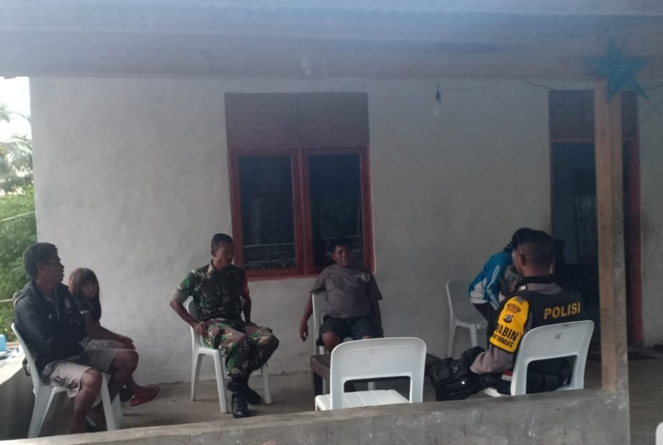 Bersinergi, Brigpol Andreas & Serda Sutikno Pantau Distribusi Bansos di Desa Bolubokat