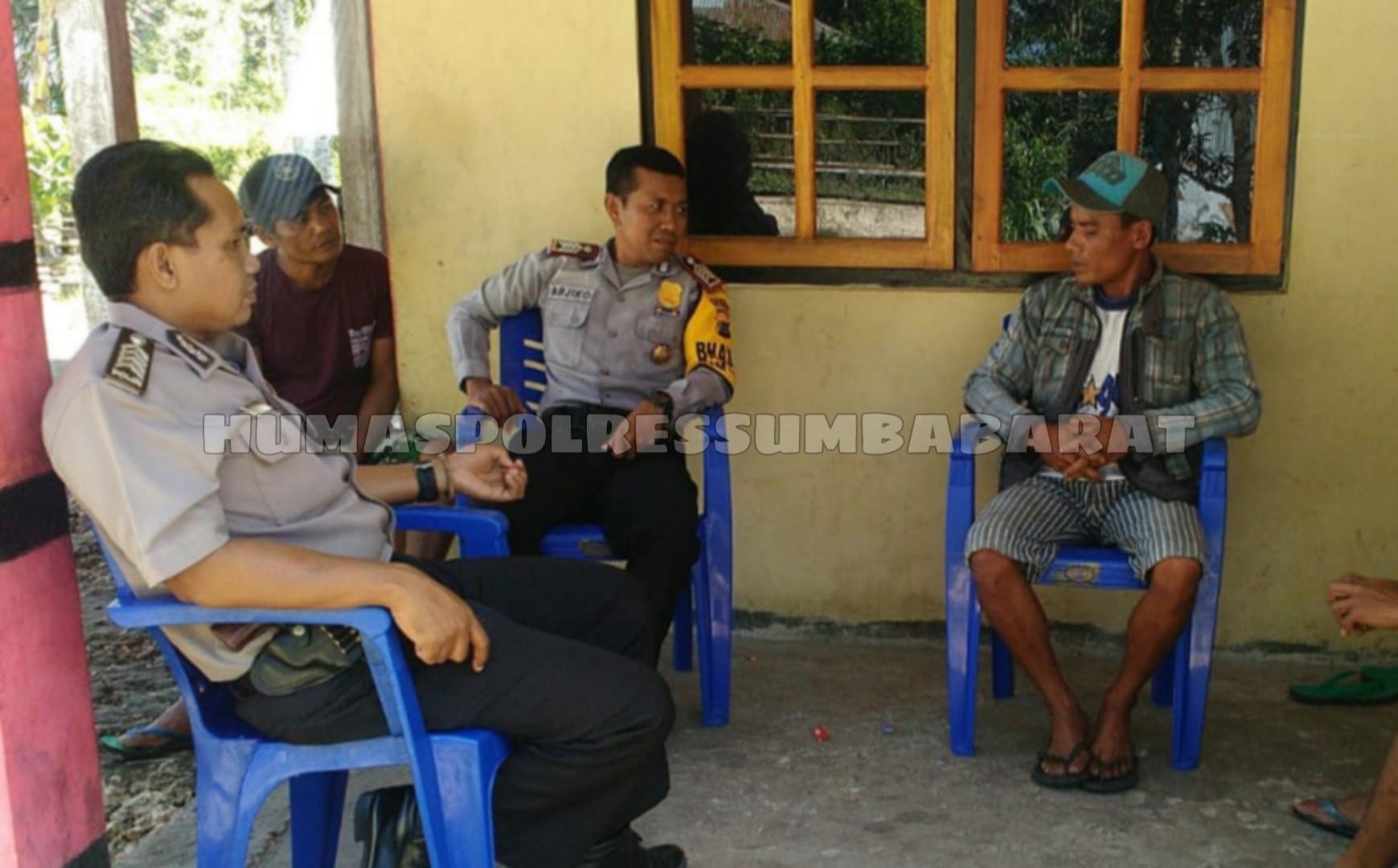 Cegah Gangguan Kamtibmas, Bripka Burhan & Arjiko Gelar Patroli Dialogis di Desa Tana Rara
