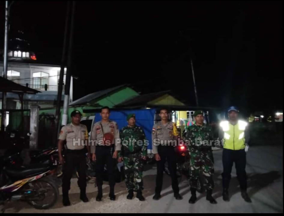 Tak Henti-Hentinya, Personil Polres Sumba Barat Lakukan Pengamanan Sholat Tarawih