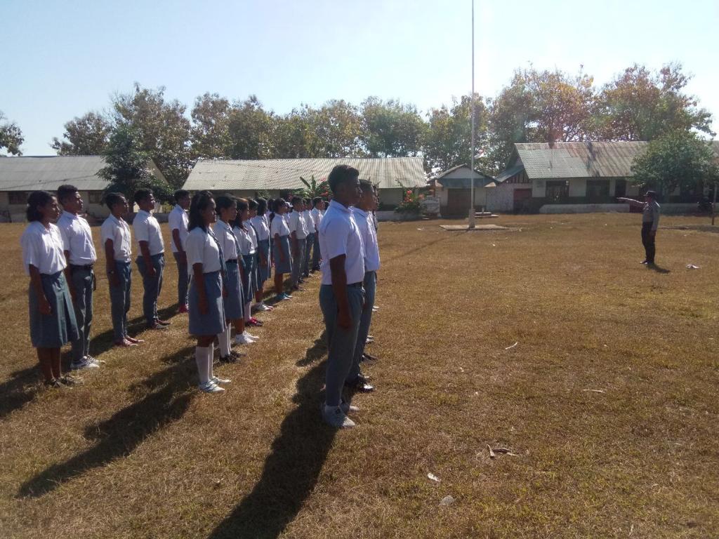 Kapolsubsektor Karuni Pimpin Langsung Latihan Paskibraka Tingkat Kecamatan
