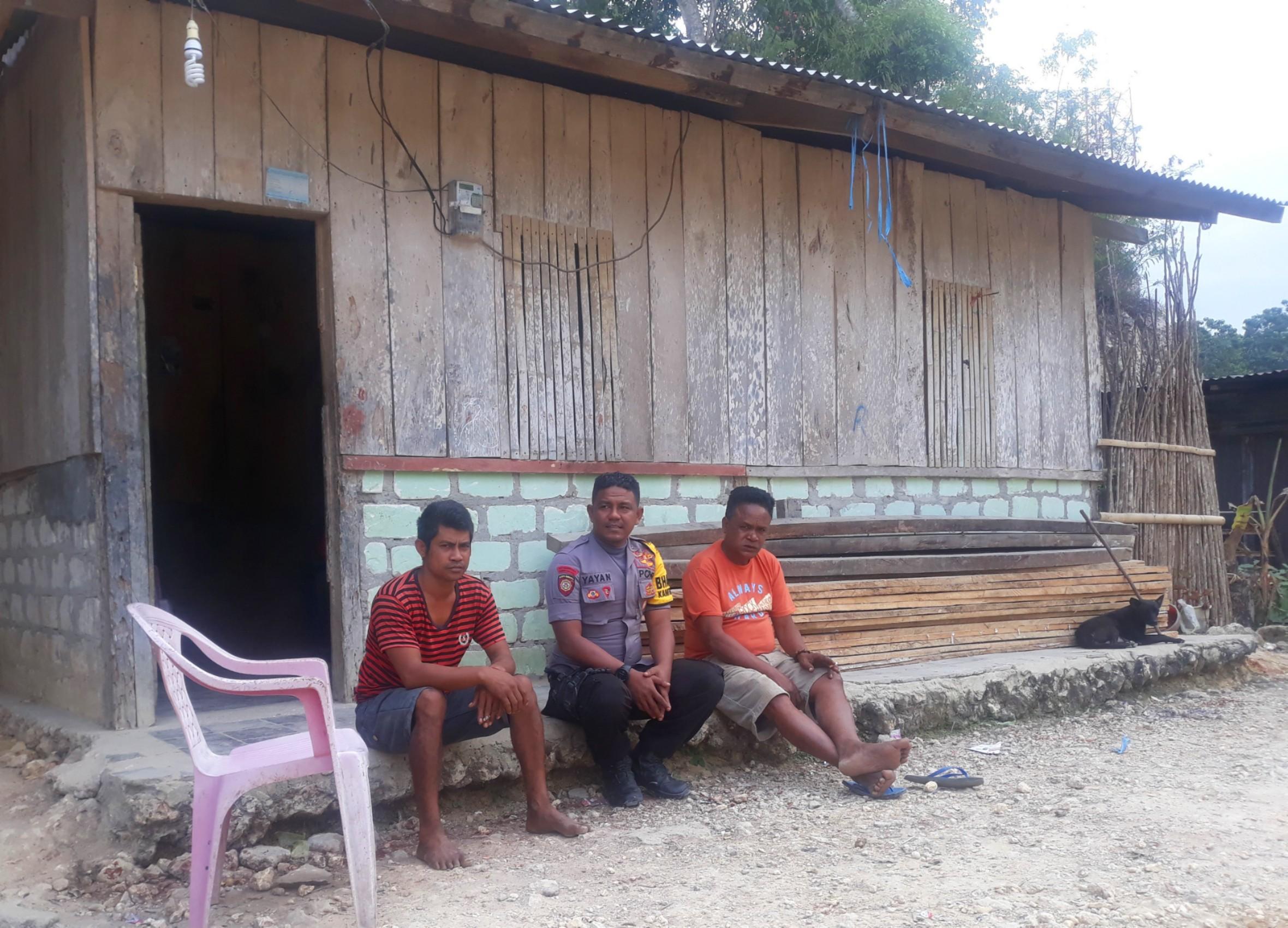 Jalankan Tugas Bhabinkamtibmas, Brigpol Yayan Satrio Sambang Desa
