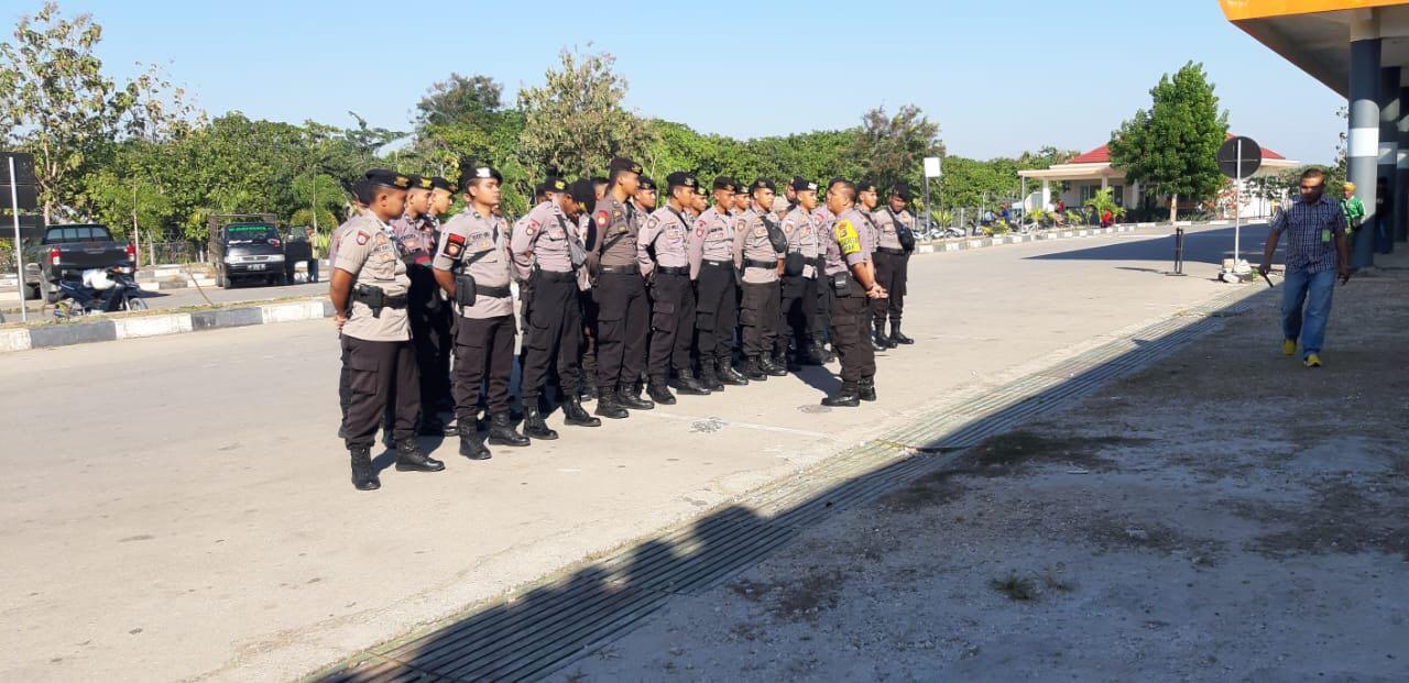 Kami Pulang | Usai Emban Tugas, 30 Personel BKO Polda Metro Jaya Tiba di Bandar Udara Tambolaka