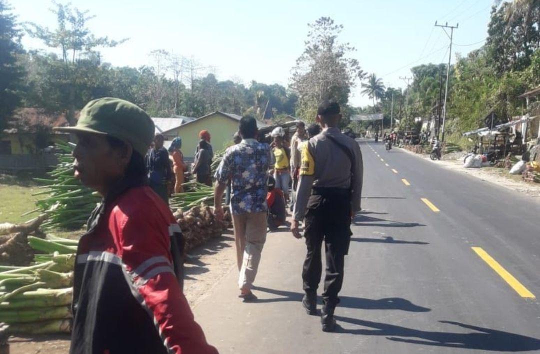 Sambang Pasar Rakyat Waimangura, Brigpol Nirwan Ajak Pedagang Jaga Kebersihan & Kerapian
