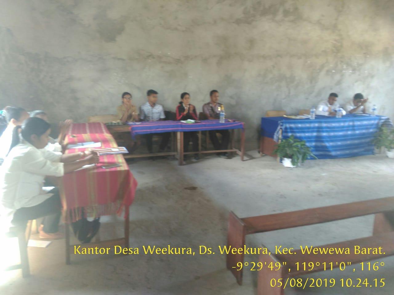 Brigpol Yakobus Hadiri Rapat Pembangunan SMP Gloria Dei Weekura