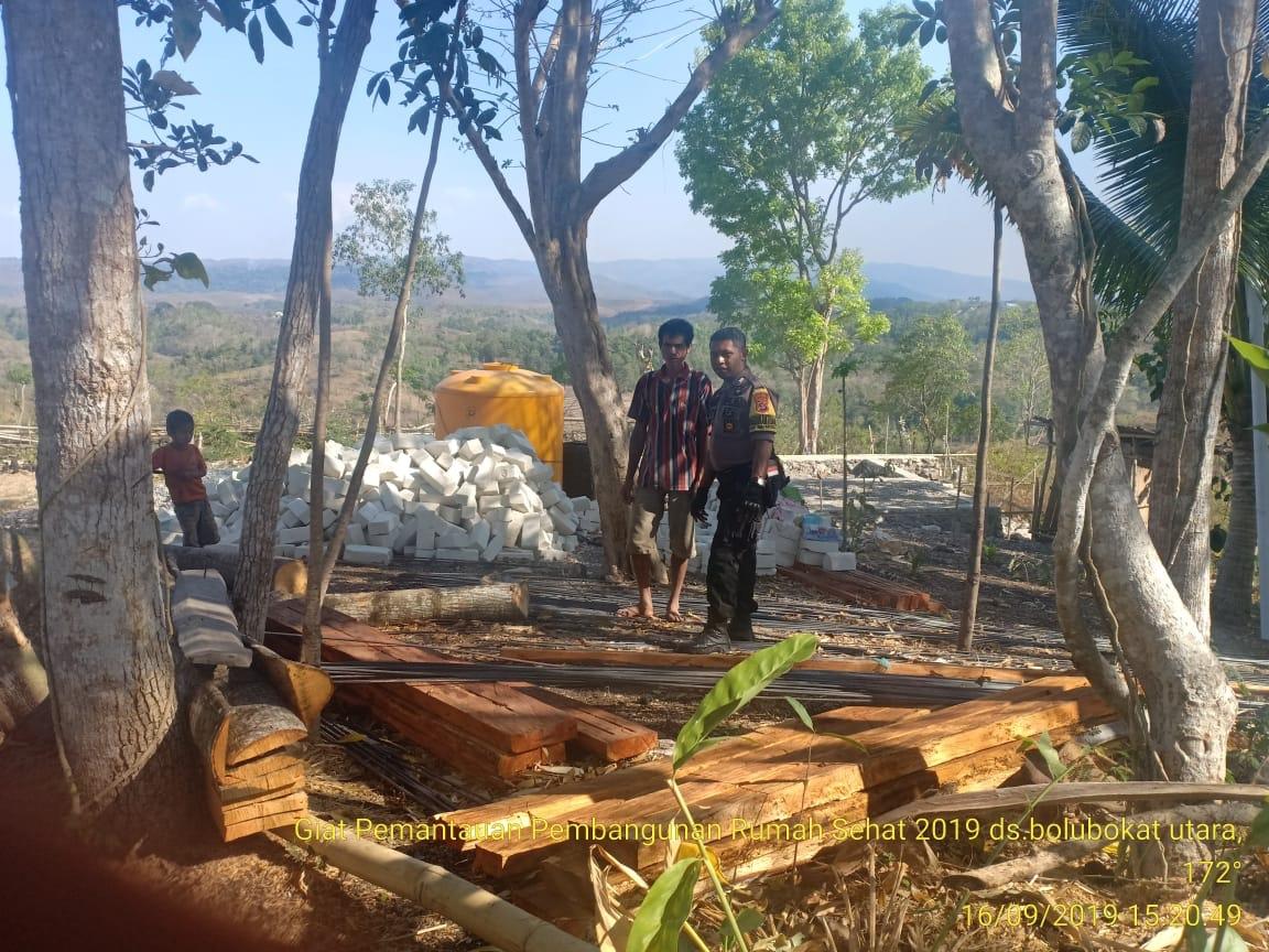 Pantau Pembangunan 5 Unit Rumah Sehat, Brigpol Andreas Ajak Warga & Aparat Desa untuk Transparan