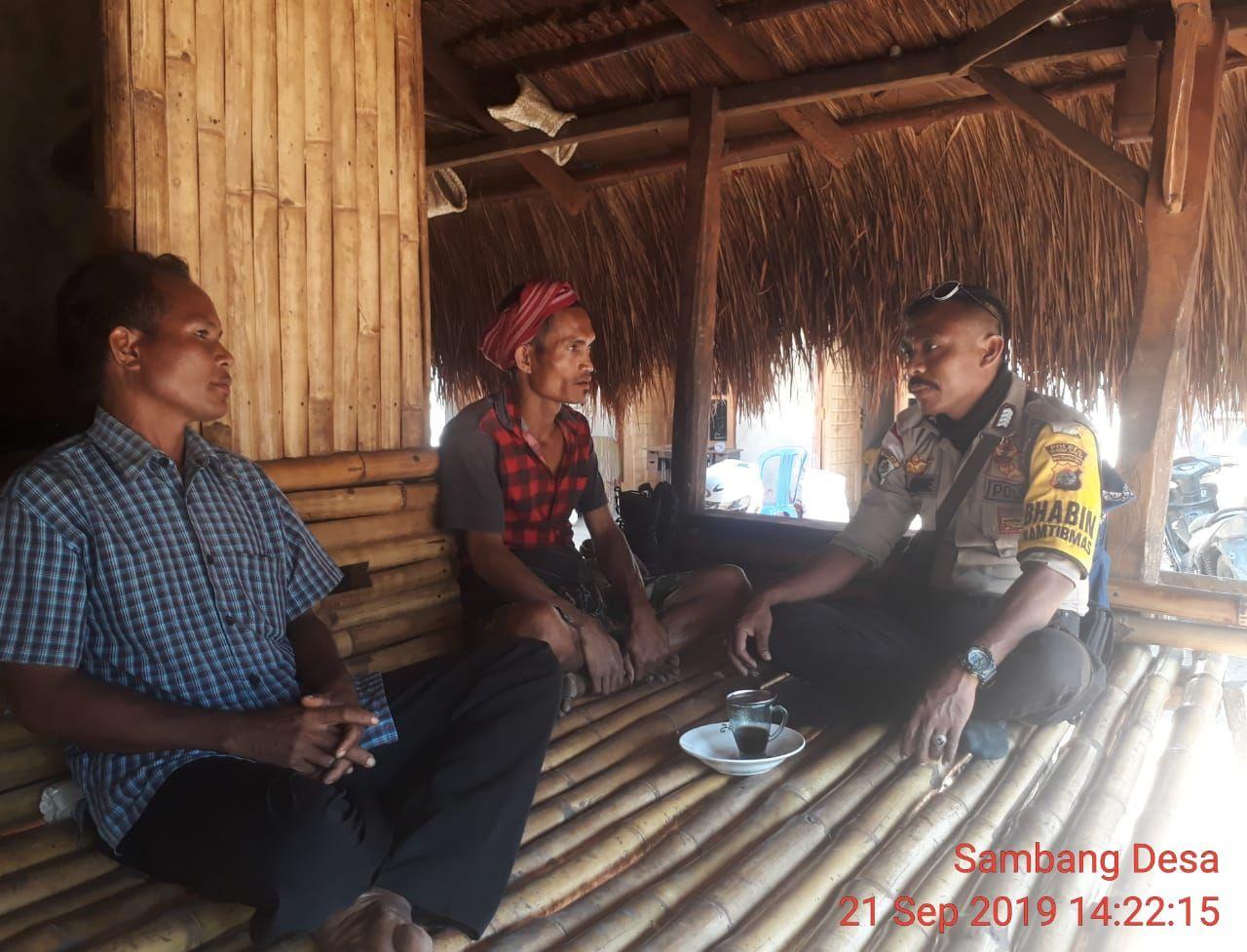 Bhabinkamtibmas Polsek Kodi Sambang Warga Berikan Himbauan Kamtibmas
