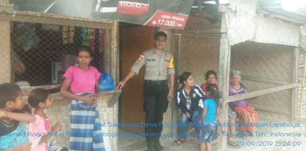 Cegah Gangguan Kamtibmas Bripda Dewa Sambang Warga Desa Binaaan