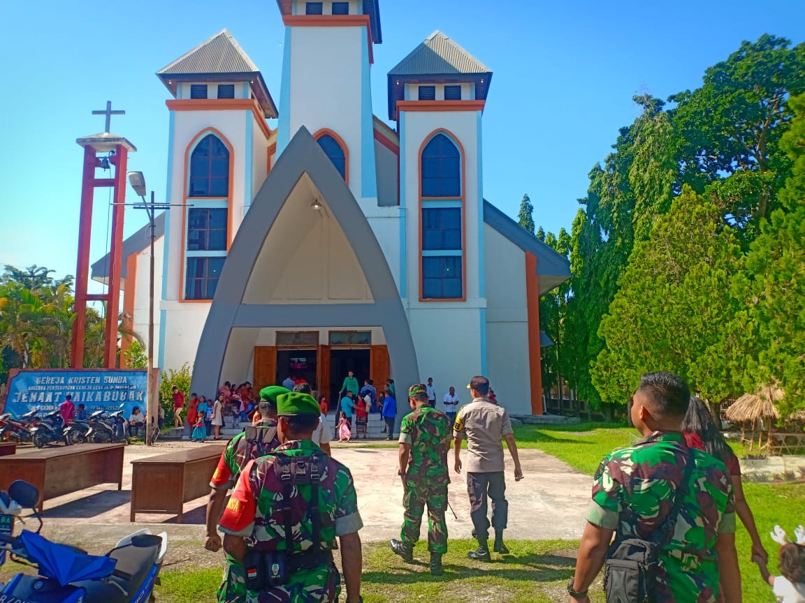 Operasi Lilin Turangga 2019   Pengamanan Ibadah Natal Menyeluruh, Kapolres SB & Kapolres SBD Pantau Pengamanan 110 Gereja & 5 Pos Pam/Yan di 3 Kabupaten