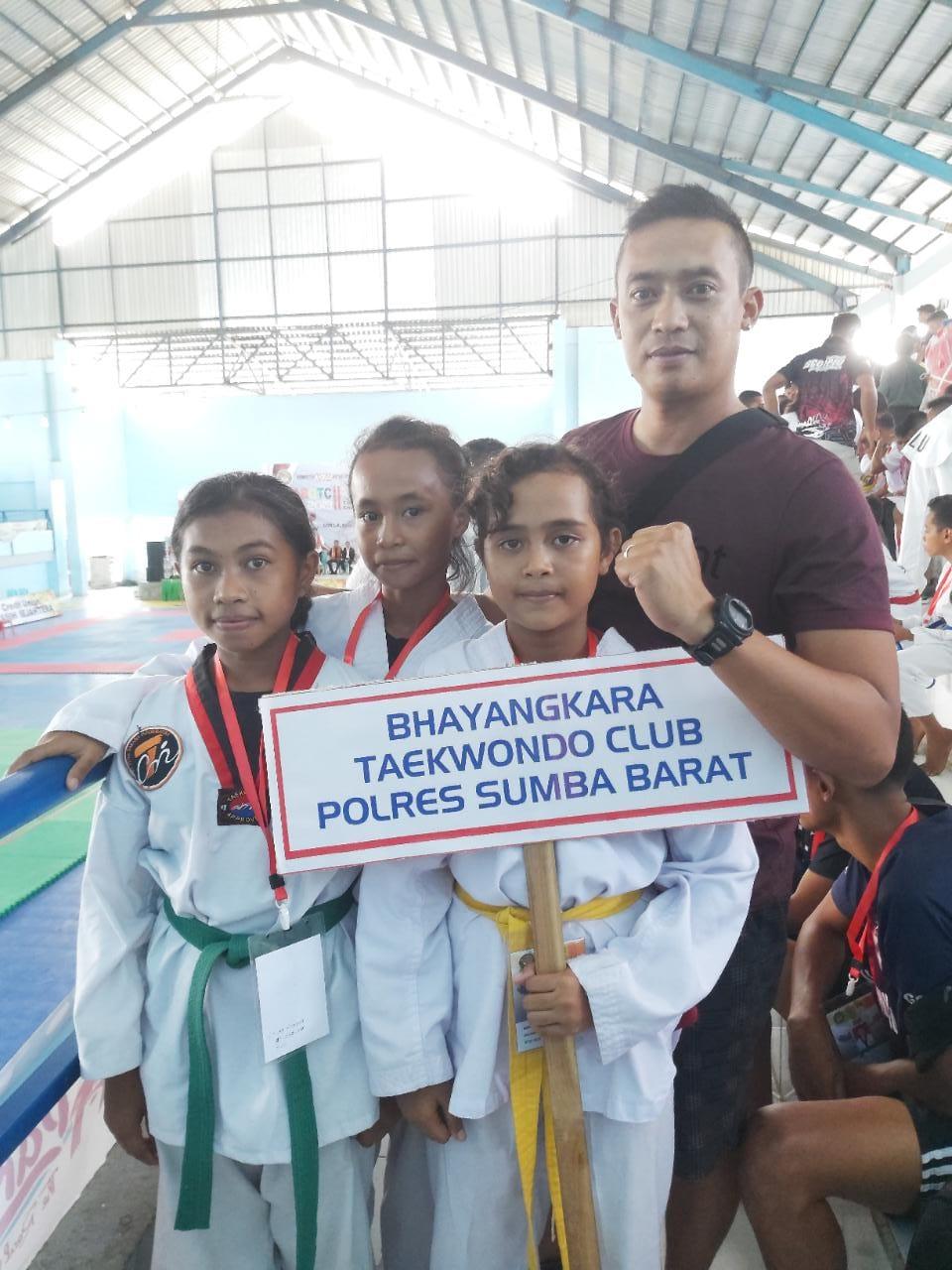 Di Hari Ke - 2 Bhayangkara Taekwondo Club  Polres Sumba Barat Sudah Mengantongi 1 emas,3 perak dan 4 Perunggu