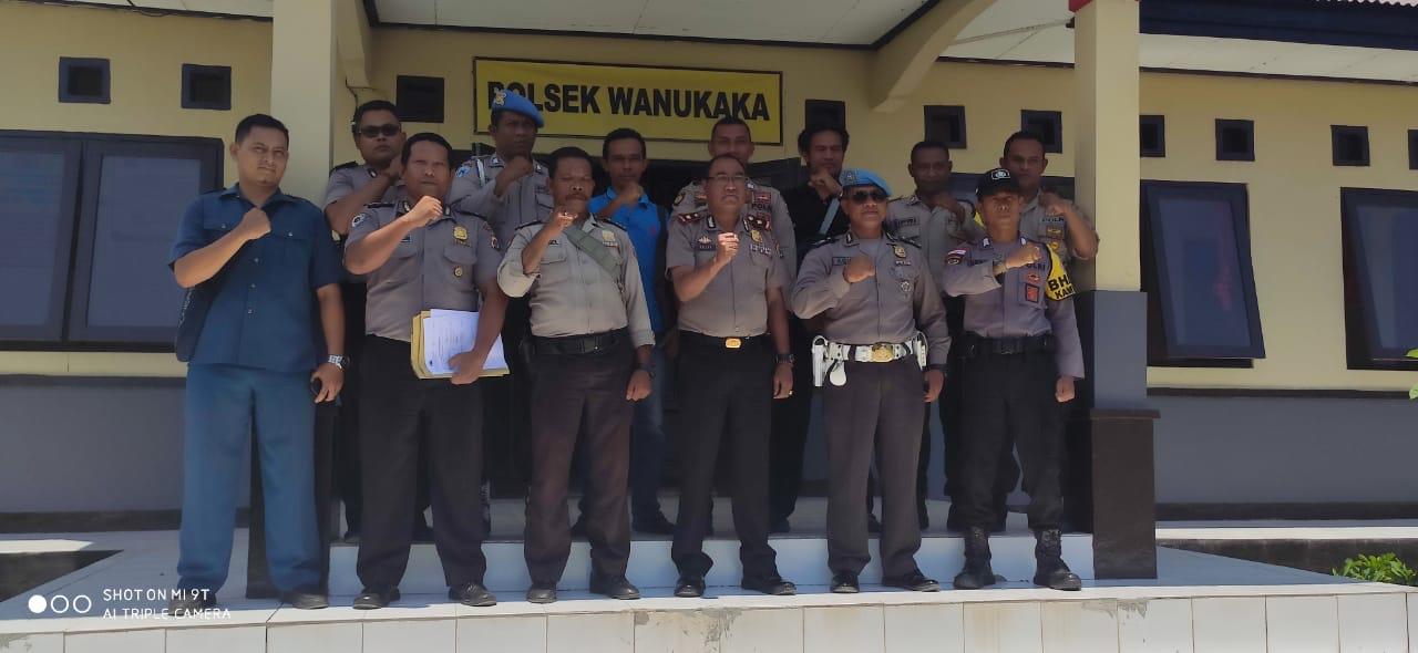 Sambang Waka Polres   Monev Kompol Yulius Ola di Mako Polsek Wanukaka
