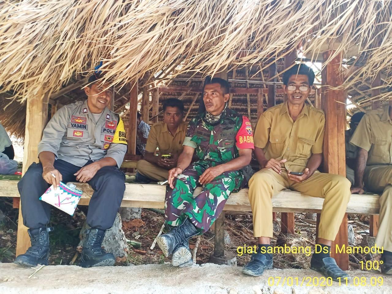 Bhabinkamtibmas Brigpol Benyamin Sambang Warga Desa