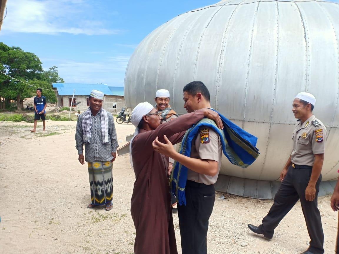 Inspirasi di Jumat Berkah | 'Safari Jumat & Sedekah', Kapolres Sumba Barat & Rombongan Kunjungi Masjid Baiturahim Katewel
