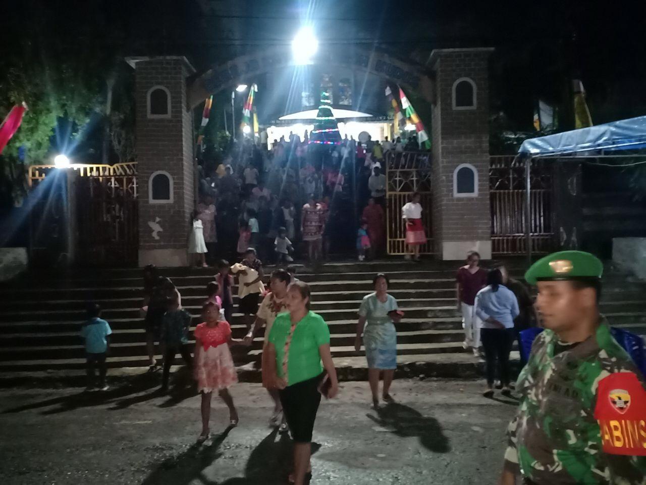 Tim Gabungan Polsek Loura & TNI Lakukan Pengamanan Misa Penutupan Tahun 2019 oleh 800 Jemaat Gereja