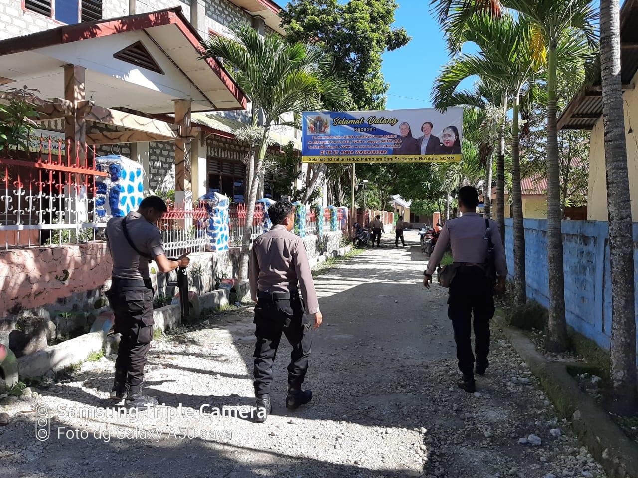 Bersama Personel Ton 2 Dalmas Polres Sumba Barat, IPDA Sumarmo Pimpin Pengamanan 'Pertemuan OMK'